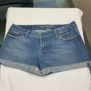 Lot of 2 woman's size 6 American Eagle jean shorts